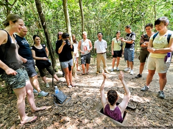 HALF DAY CU CHI TUNNELS TOURS