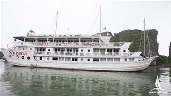 Relaxe in Paradise cruise onboard at Ha long bay