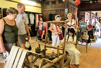 ART & CRAFT HANOI DAY TOUR