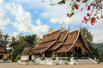 TOUR IN LUANG PRABANG AND CHAMPASAK WITHIN 5 DAYS