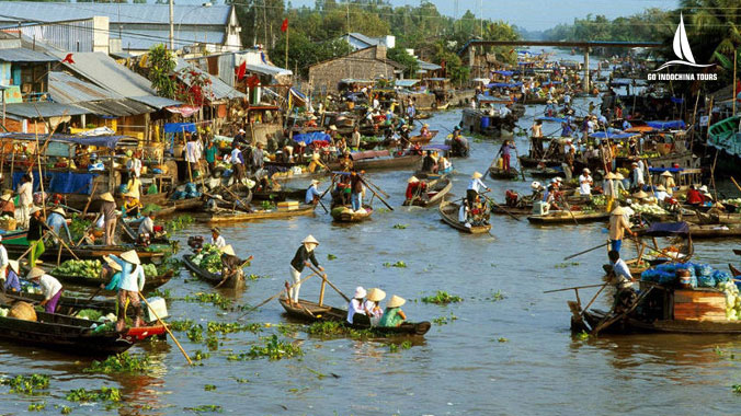 Mekong delta river tour for exploring local life