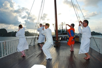 Join Tai Chi class in Moring on the bay