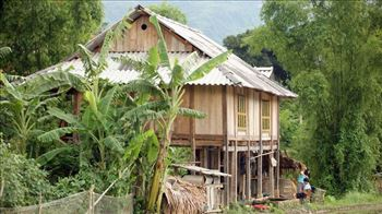 Visit Thai stilt house in Mai Chau town