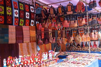 Visit Hanoi handycraft villages for buying souvernia