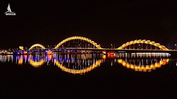 Visit Cau rong bridge in Da Nang at Night
