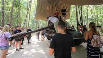 Visit Cu CHi Tunnel at Viet Cong weapon