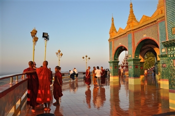 Spend day Mandalay tours in Myanmar