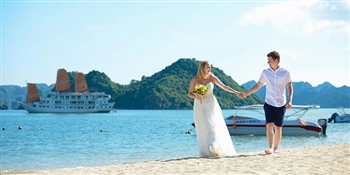 A ROMANTIC HA LONG BAY