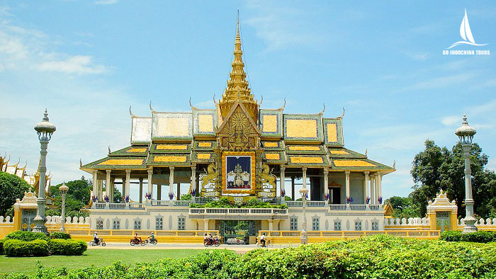 Visit Royal Palace in Cambodia Tours