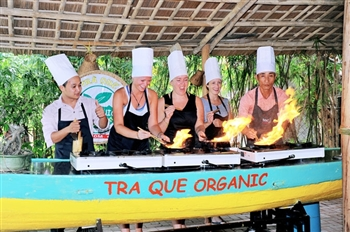 HOI AN COOKING CLASS TOUR AT TRA QUE VILLAGE