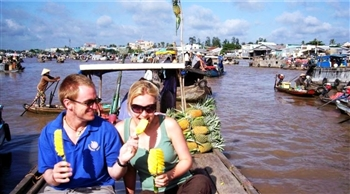 CAI BE TOUR ON MEKONG QUEEN